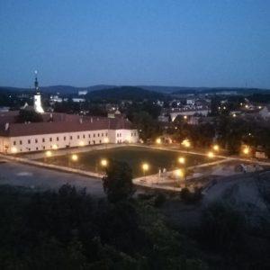 noční pohled na zámek Oslavany