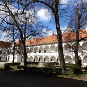 nádvoří zámku Oslavany