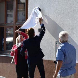 starosta Buček při odhalení busty Menšíka