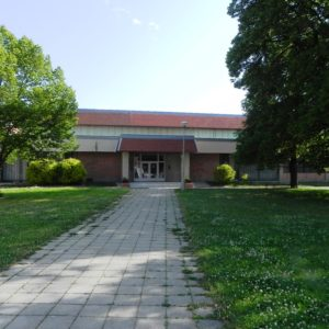 vchod do budovy městské sportovní haly Ivančice