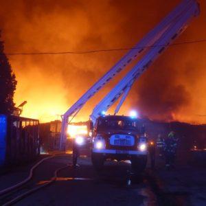výšková technika AP2752 při Požár Ivančice 27.10.2018 Ekotex