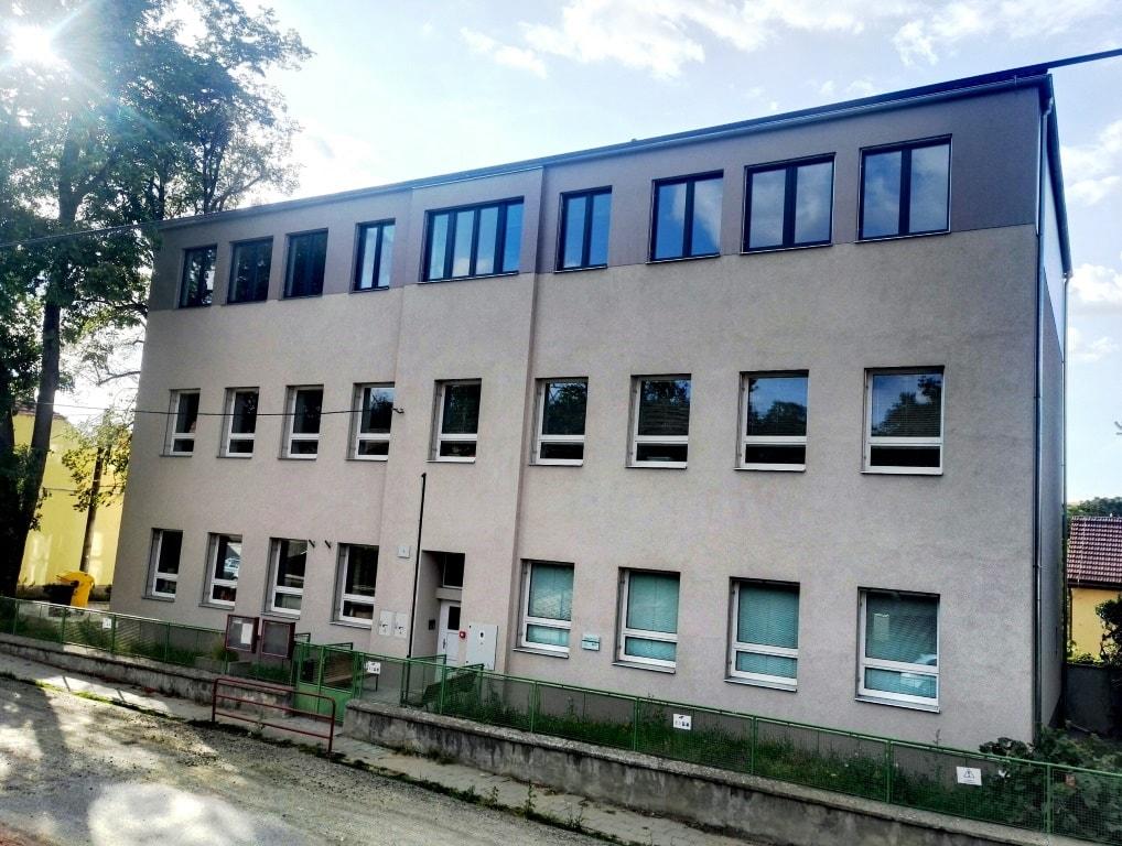 budova ZŠ a MŠ Řeznovice